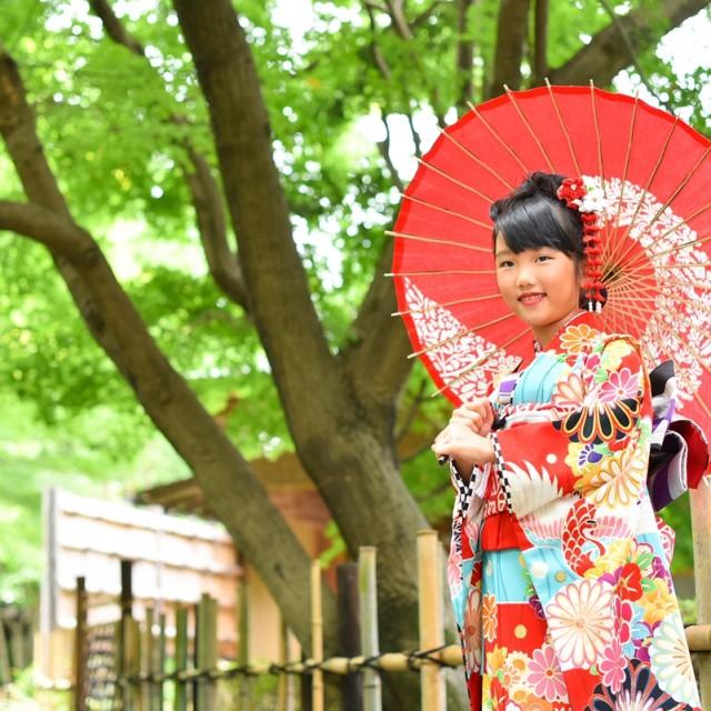 七五三7歳 若々しい緑あふれる日本庭園でお着物の撮影♪