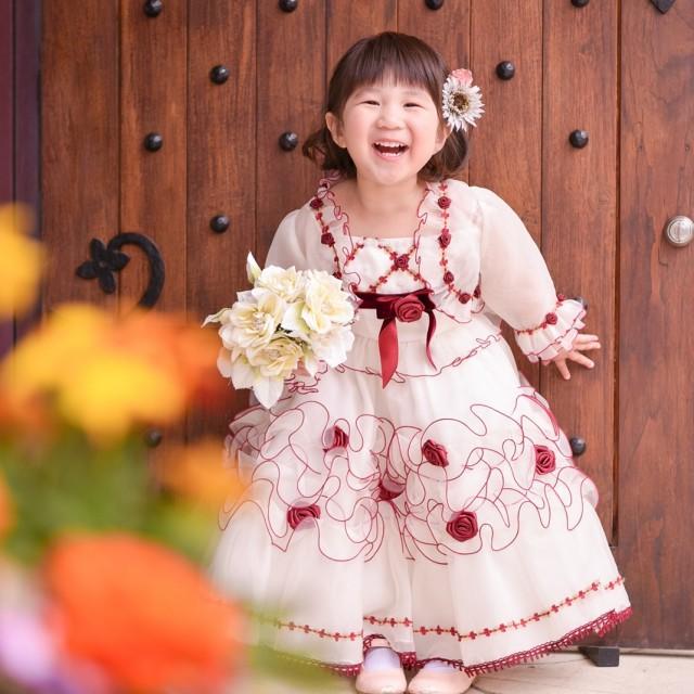 七五三3歳 洋装ドレス ロケーション撮影 お花の前でパチリ♪