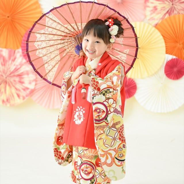 七五三3歳 和装被布 和傘を持ってモダンに♡